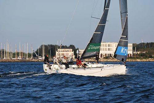 Schnuppersegeln Segelschule für alle Altersklassen in Rostock Warnemünde Ostsee mit Sailing Deluxe