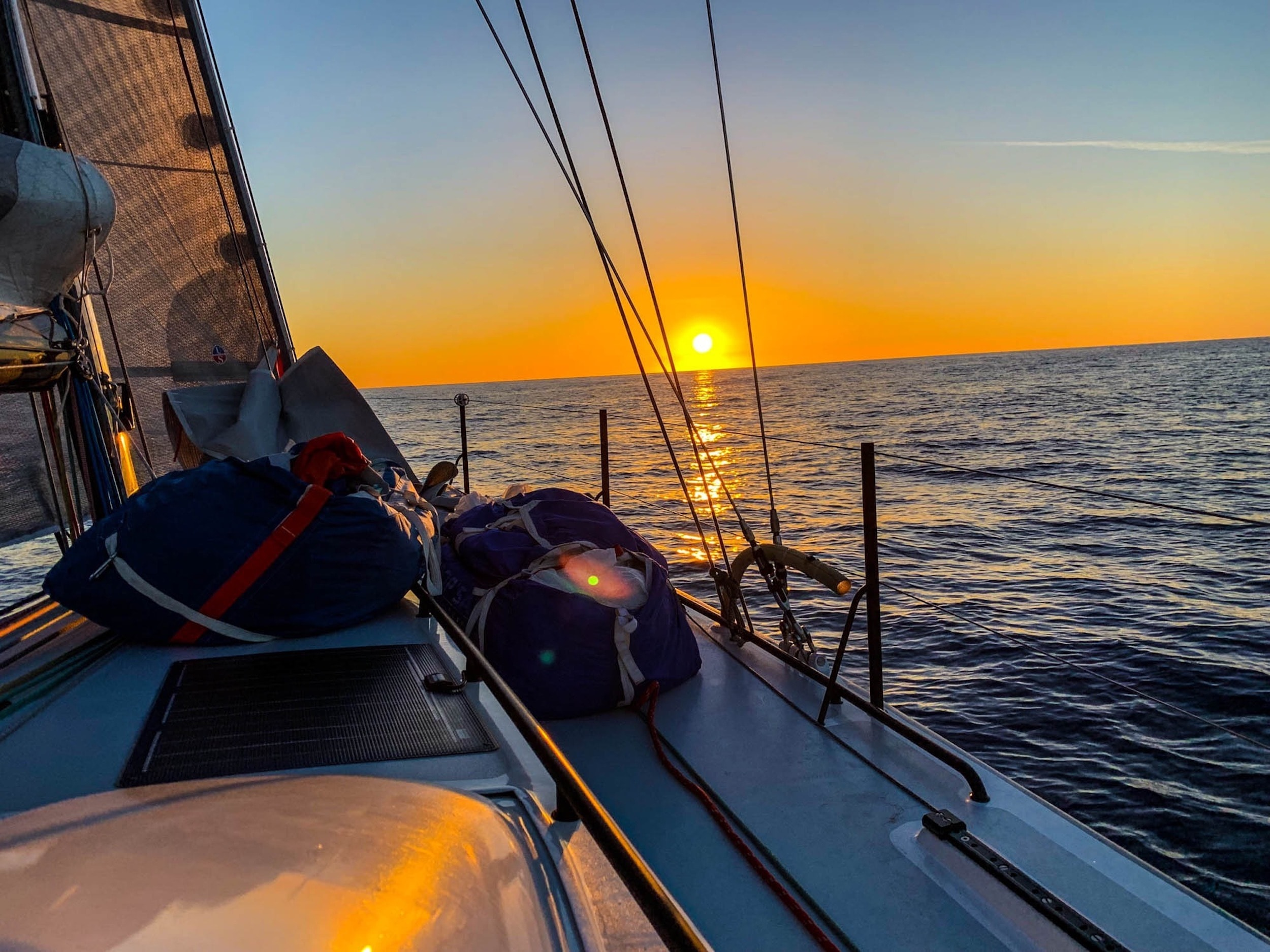 Sailing Deluxe - Sailing Sunset